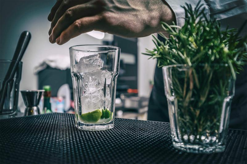 Απόθεμα σε εστιατόριο ή καφετέρια-Προετοιμασία ποτού